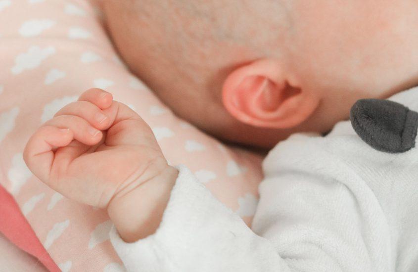 Babyschlaf im ersten Jahr. Ein kurzer Erfahrungsbericht und drei Tipps, um ruhig zu bleiben.